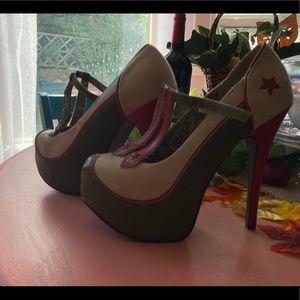 Size 7.5 woman's bordello teaser